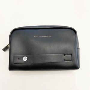 Want les Essentiels travel toiletry bag